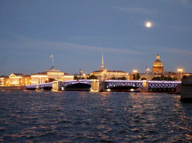 Bele Noći (Sankt Peterburg)  – Ruske Destinacije