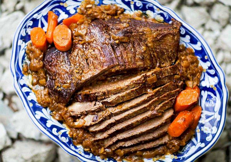 Pečena govedina sa ribanom lukom