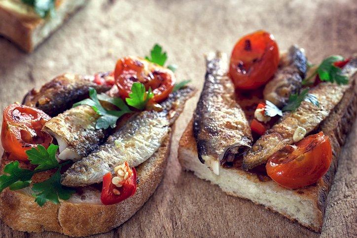 Sardine i paradajz na tostu
