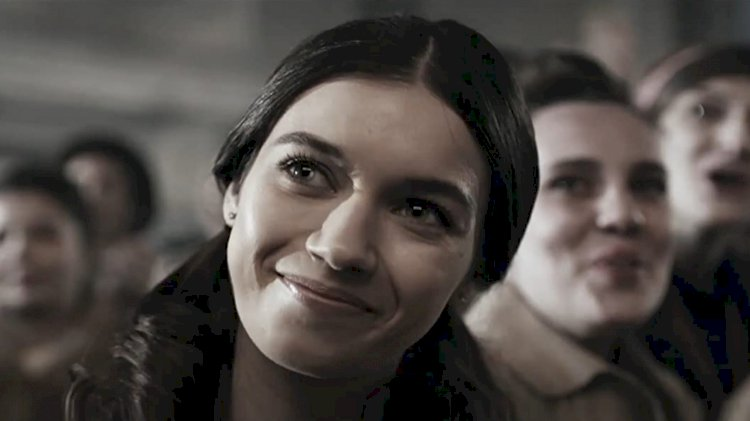 Afra Saracoglu u ulozi ambiciozne glumice