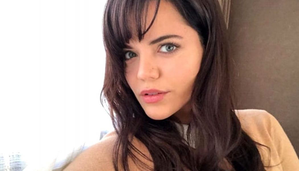 Turska glumica   Hilal Altinbilek  