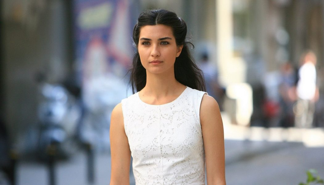 Turska glumica   Tuba Buyukustun  